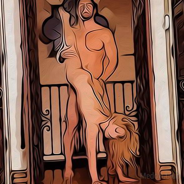 Секс поза 23 - девушка стоя становится раком, опуская голову к полу, а одну ногу поднимая вверх. Мужчина ловит ее ногу ложит к себе на плечо и овладевает партнершей.