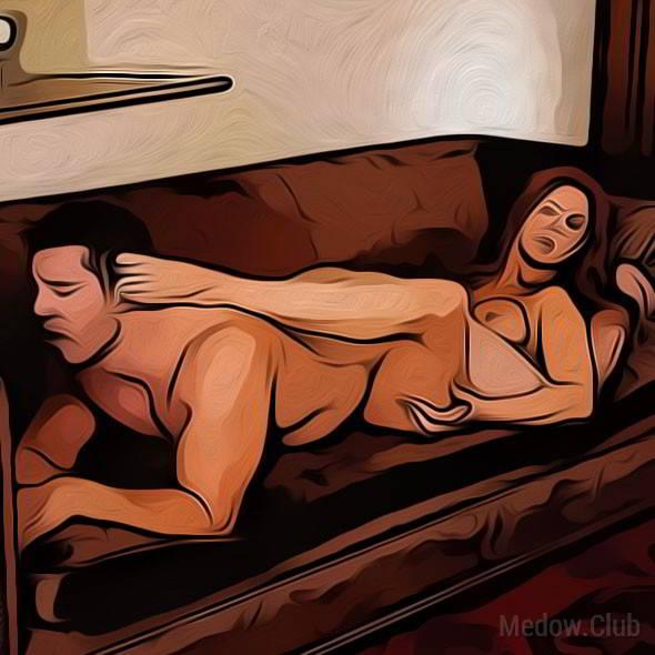 Секс поза 7 - женщина лежит на спине расставив ноги, а ее партнер ложится сверху, головой к ее ногам.