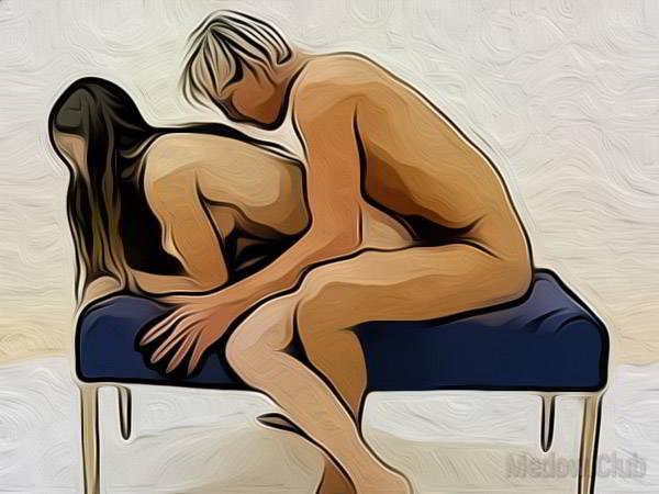 Сексуальная позиции камасутры №42 - Девушка садиться на пуфик, раскинув ноги по обе его стороны и наклоняется вперед. Ее партнер садиться аналогично сзади и входит в нее . Фото